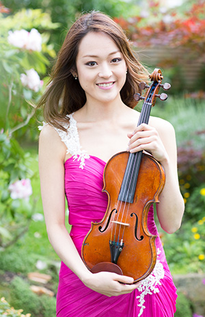 Midori Komachi is a solo and chamber violinist.