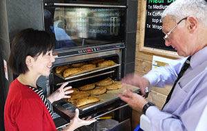 Tamao Sako visited a Cornish pasty maker in the UK.