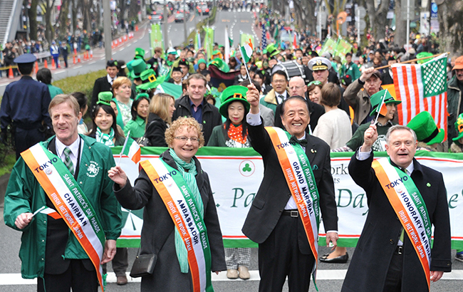 Irish Ambassador Anne Barrington attended a St. Patrick's Day parade in Omotesando.