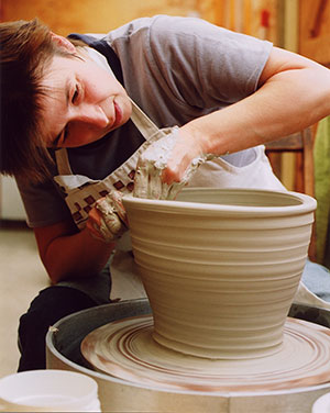 Linda Bloomfield is a solo potter.