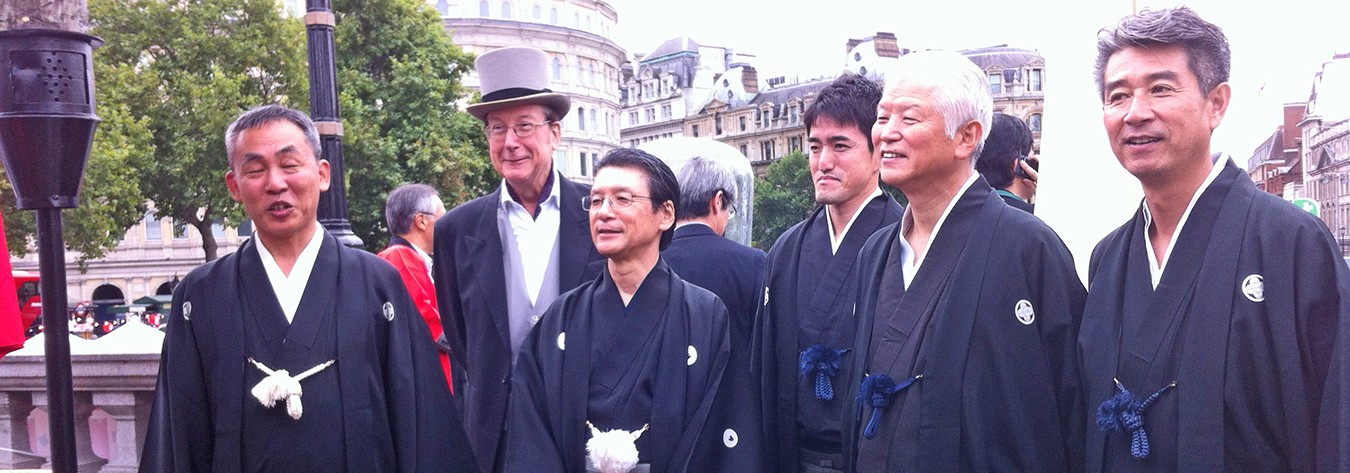 In 2013, Martin Barrow (second from left) and Japanese residents in London promoted Japan by re-enacting the 1863 arrival of the Choshu Five in the UK.