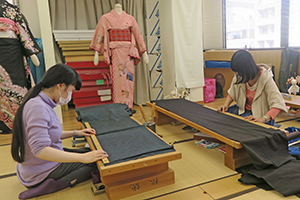 Students study kimono design and construction at Tokyo Fashion Institute.