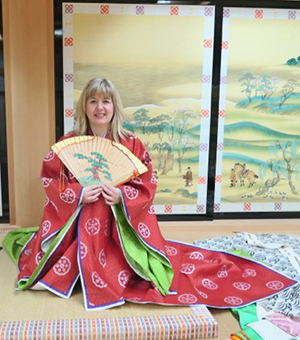 Lynn Wilson, a Scottish designer and closed-loop expert, visited the Costume Museum in Kyoto.
