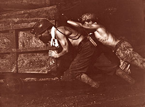 Miners worked in heat of 40°C.