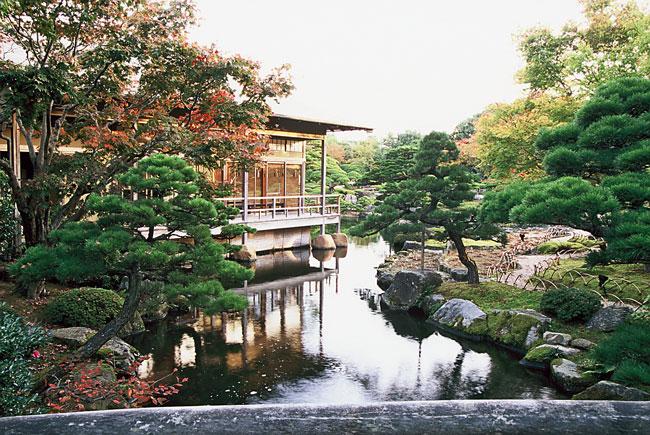 Yuushien Garden invites exploration.